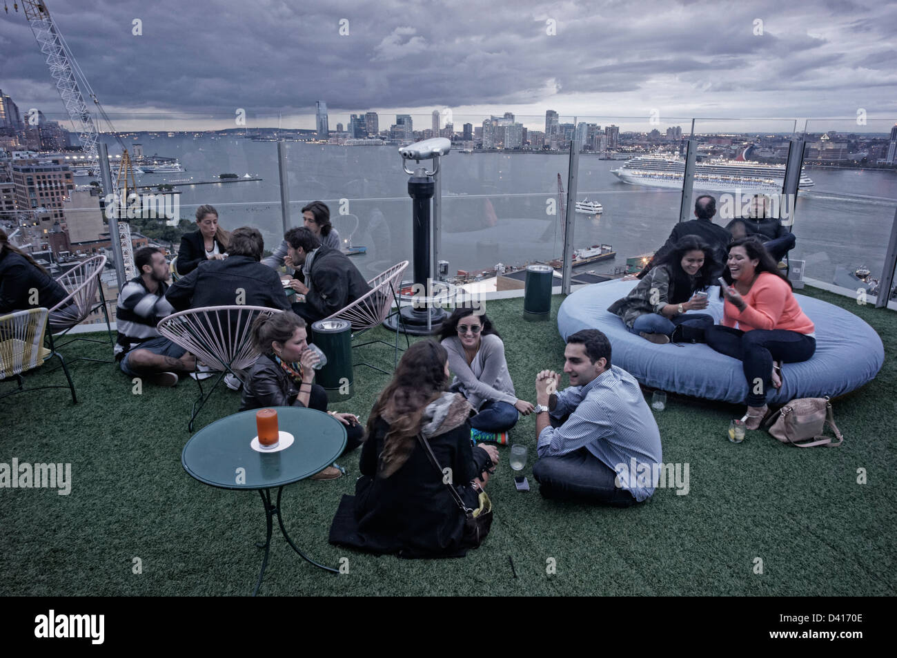 Standard hotel roof top bar le bain meatpacking district for Bain new york