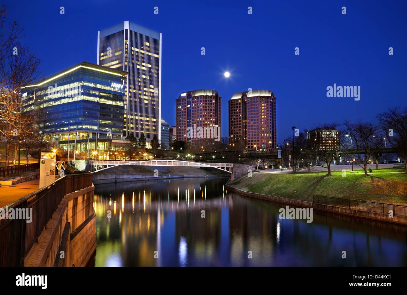 richmond-virginia-skyline-at-night-view-