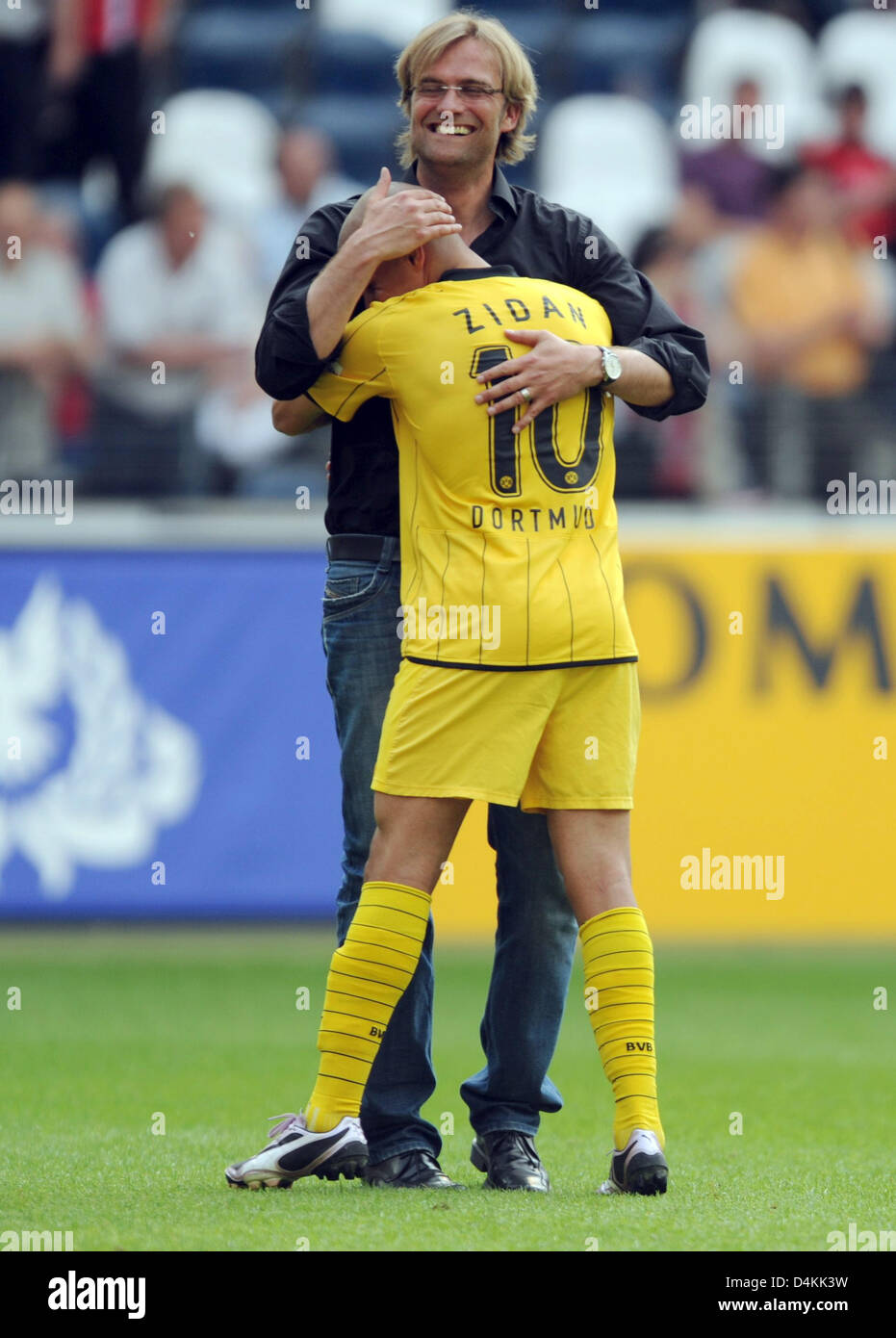 Dortmund?s head coach Juergen Klopp (back) hugs Mohamed ...  Dortmund?s head...