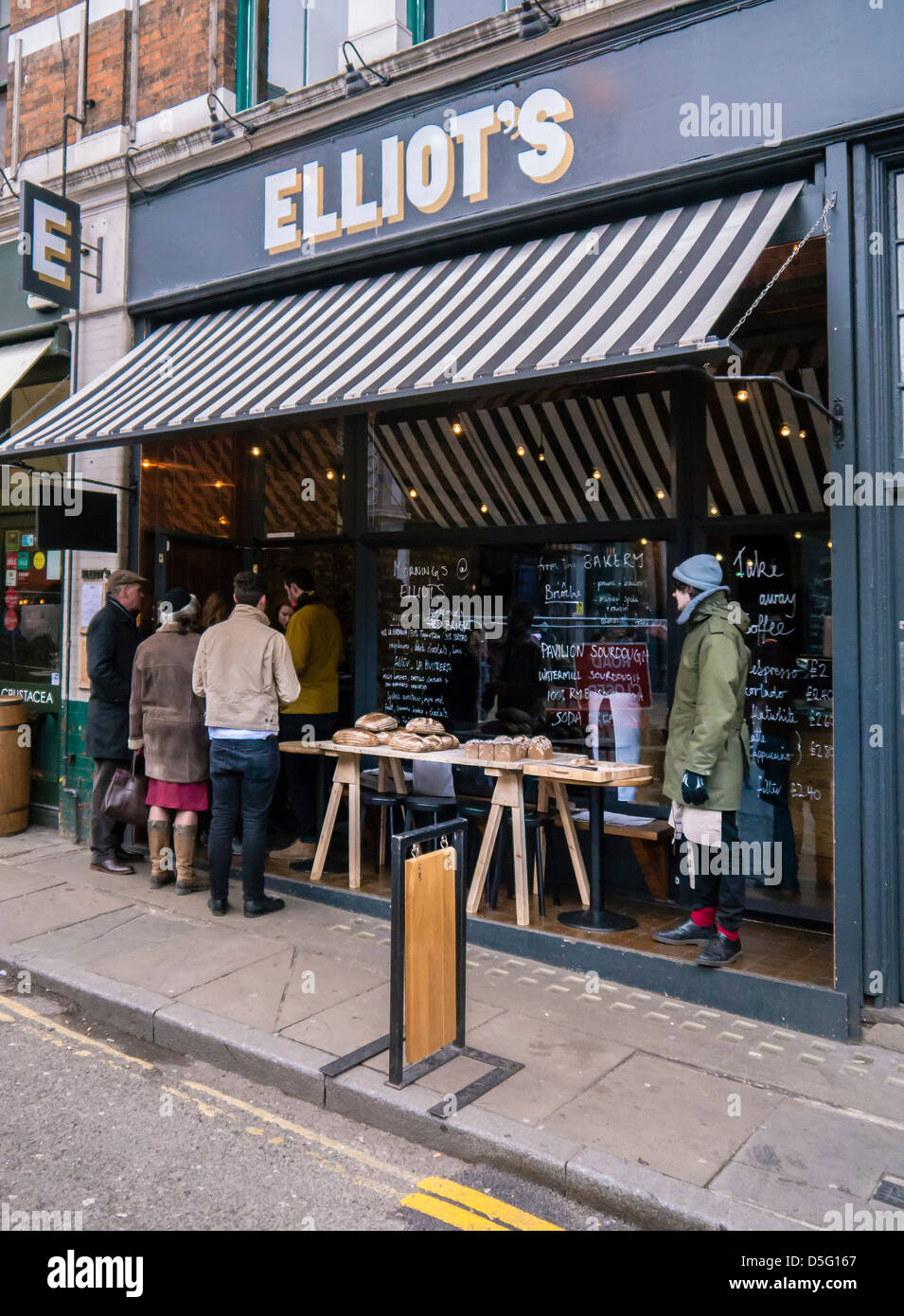 people-outside-elliots-bakery-and-cafe-c