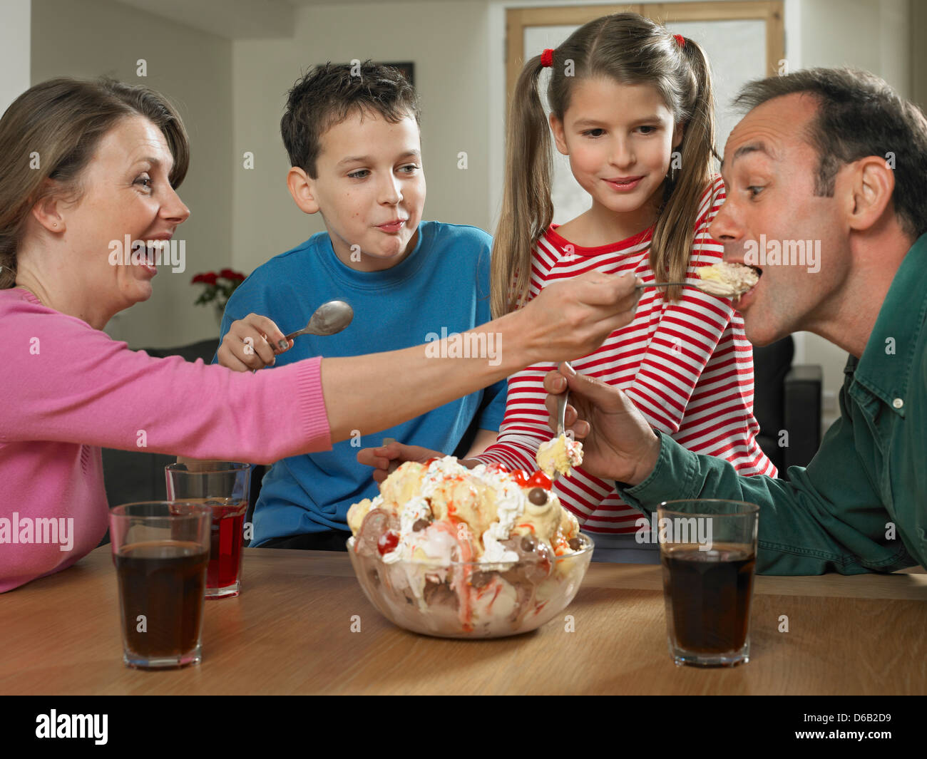 Family eating ice cream together Stock Photo: 55562453 - Alamy