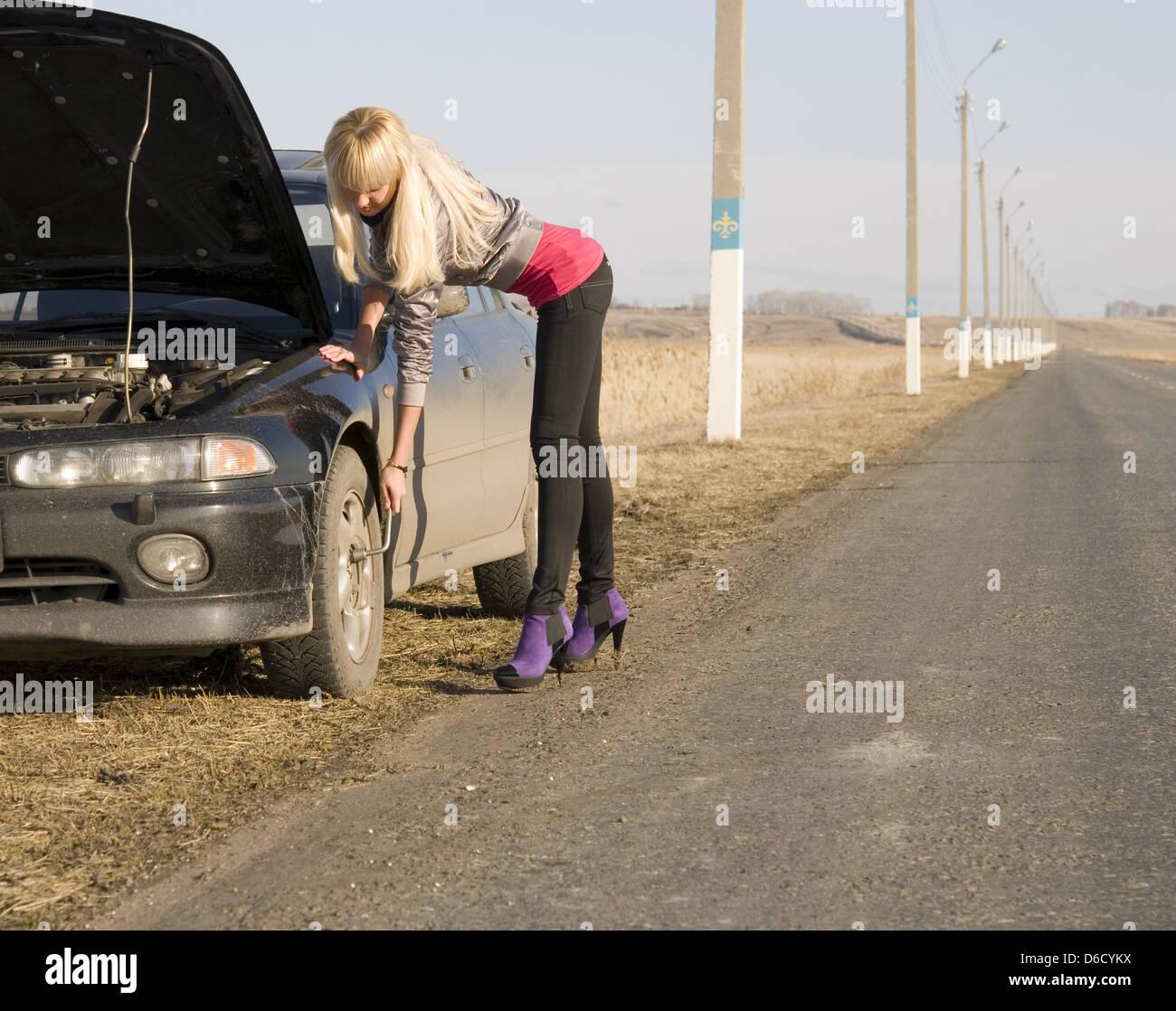У девушки в дороге сломалась машина и она рассчиталась натурой 7 фотография