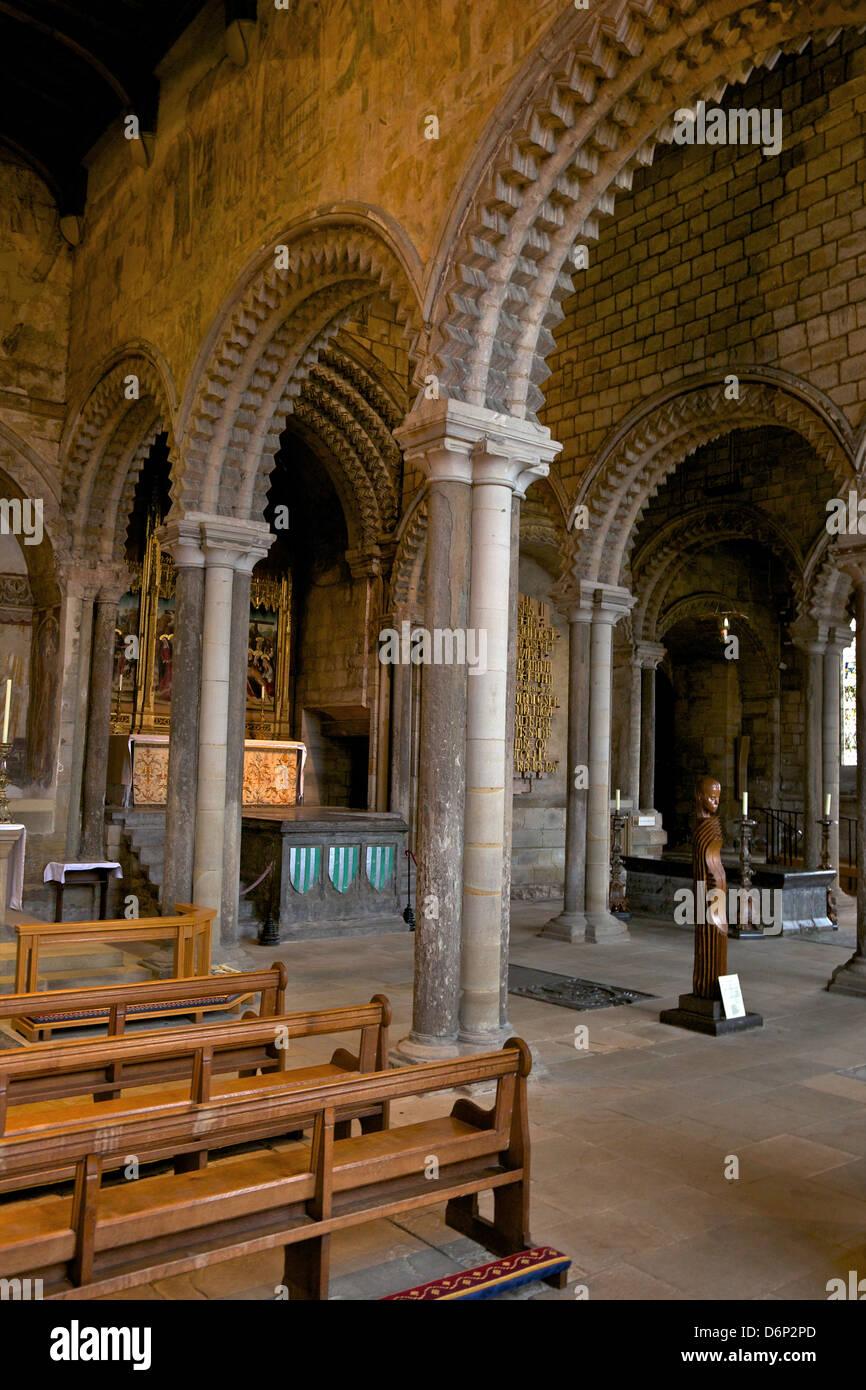 Interior of the 12th century norman romanesque galilee for Catedral de durham interior