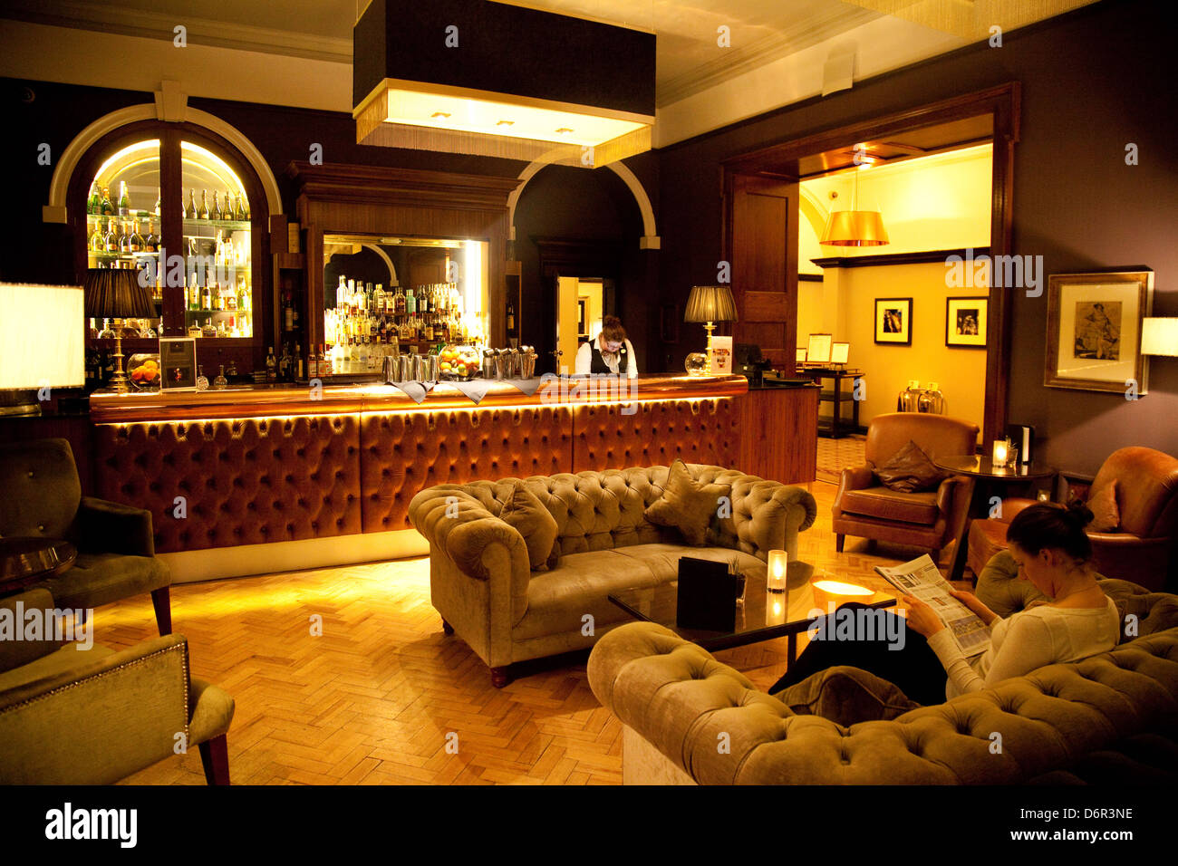 The whiskey lounge bar the 5 star luxury cedar court for 5 star mobile salon