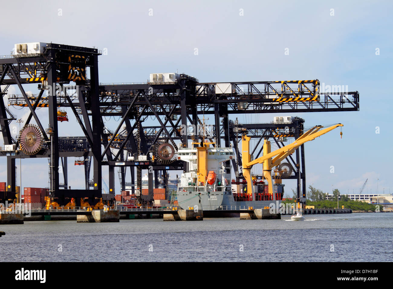 port crane latino personals Sany europe offers various types of crane machines for your need in europe – truck cranes, rough terrain cranes and crawler-cranes click here to know crane price.