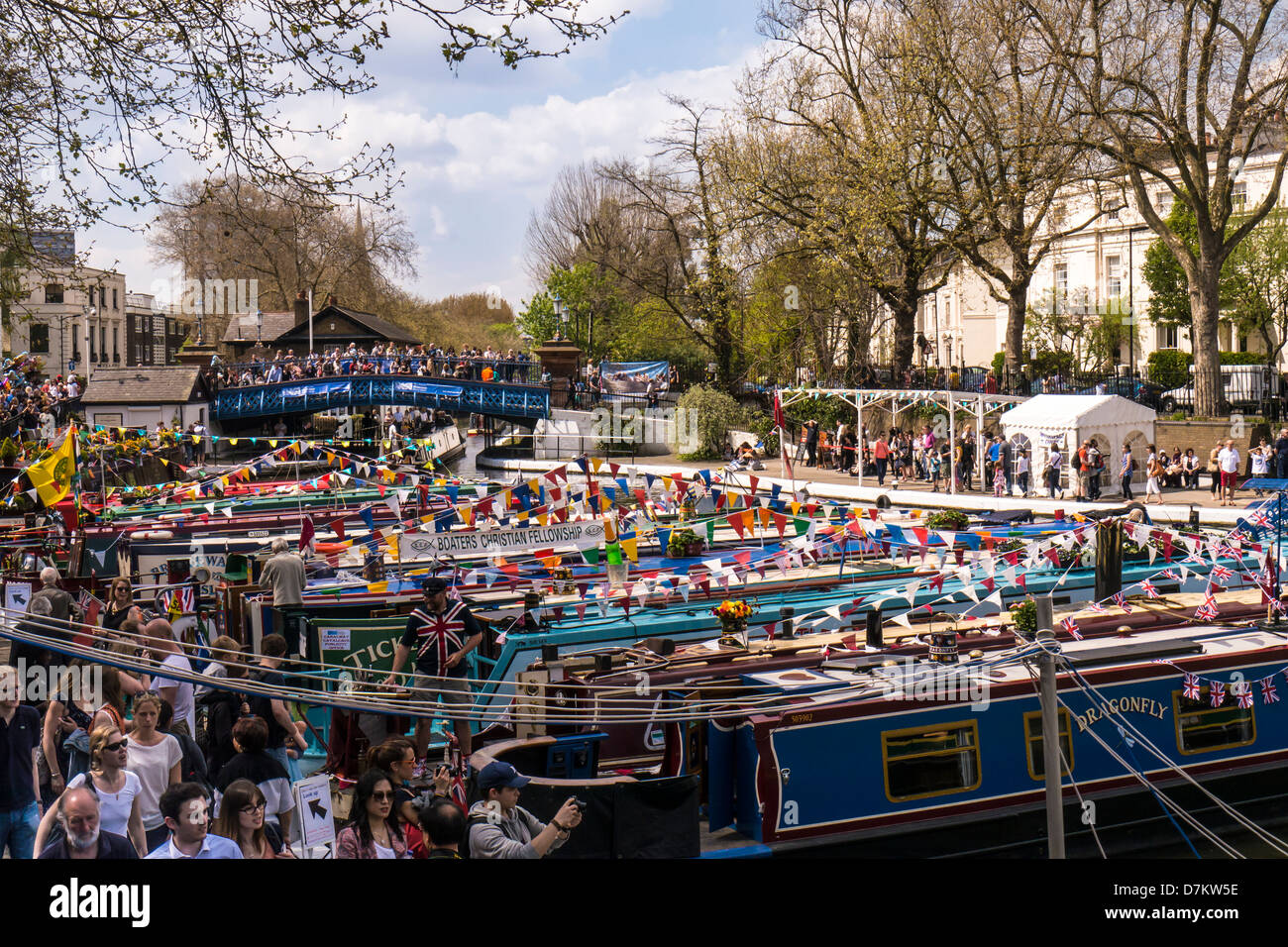 narrowboat-cavalcade-gathering-at-little