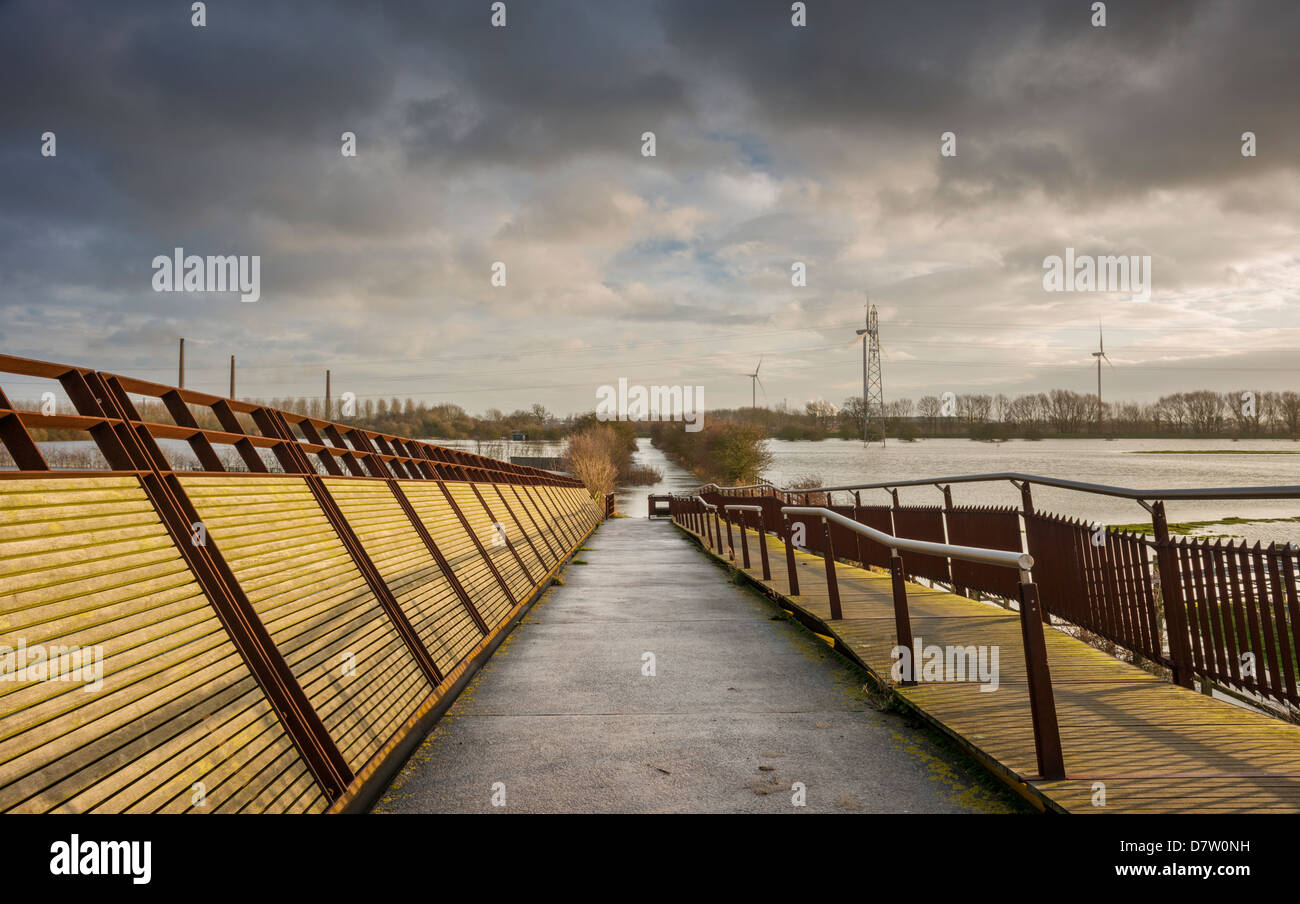shanks-millennium-bridge-nene-north-bank
