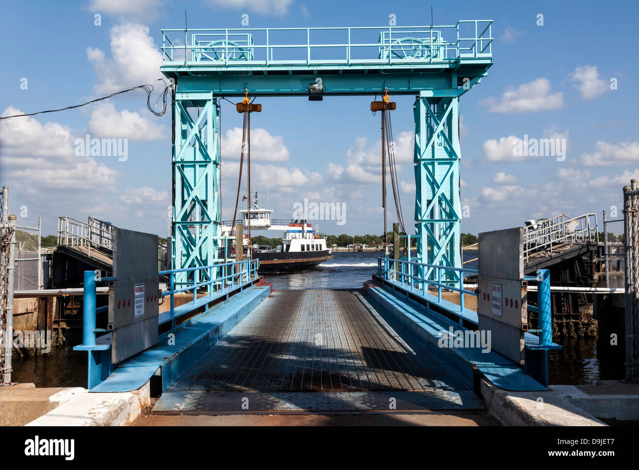 st-johns-river-ferry-and-terminal-D9JET7