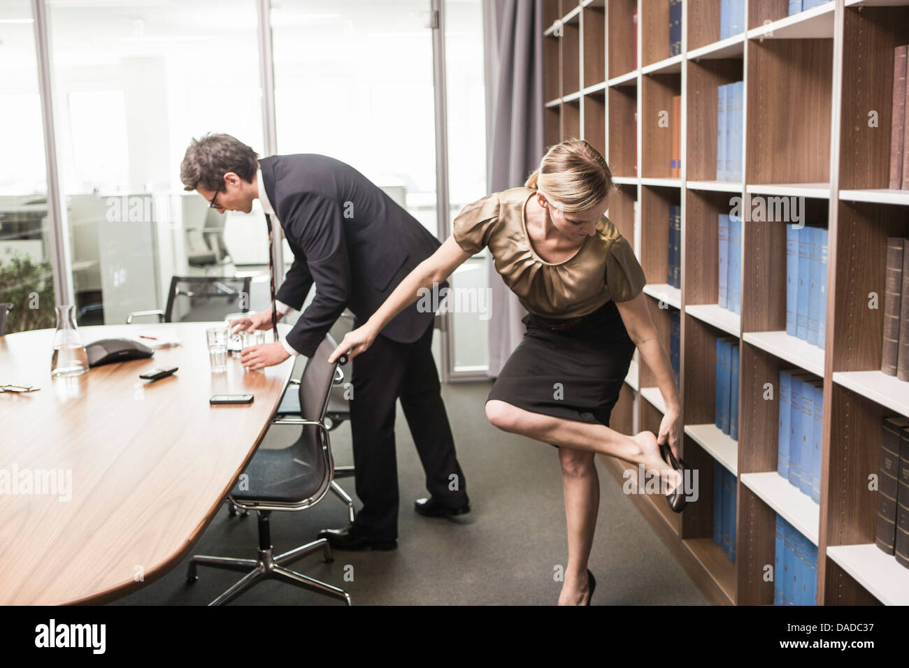 How to Describe Posture | Now Novel |For Man Woman Leaning Forward