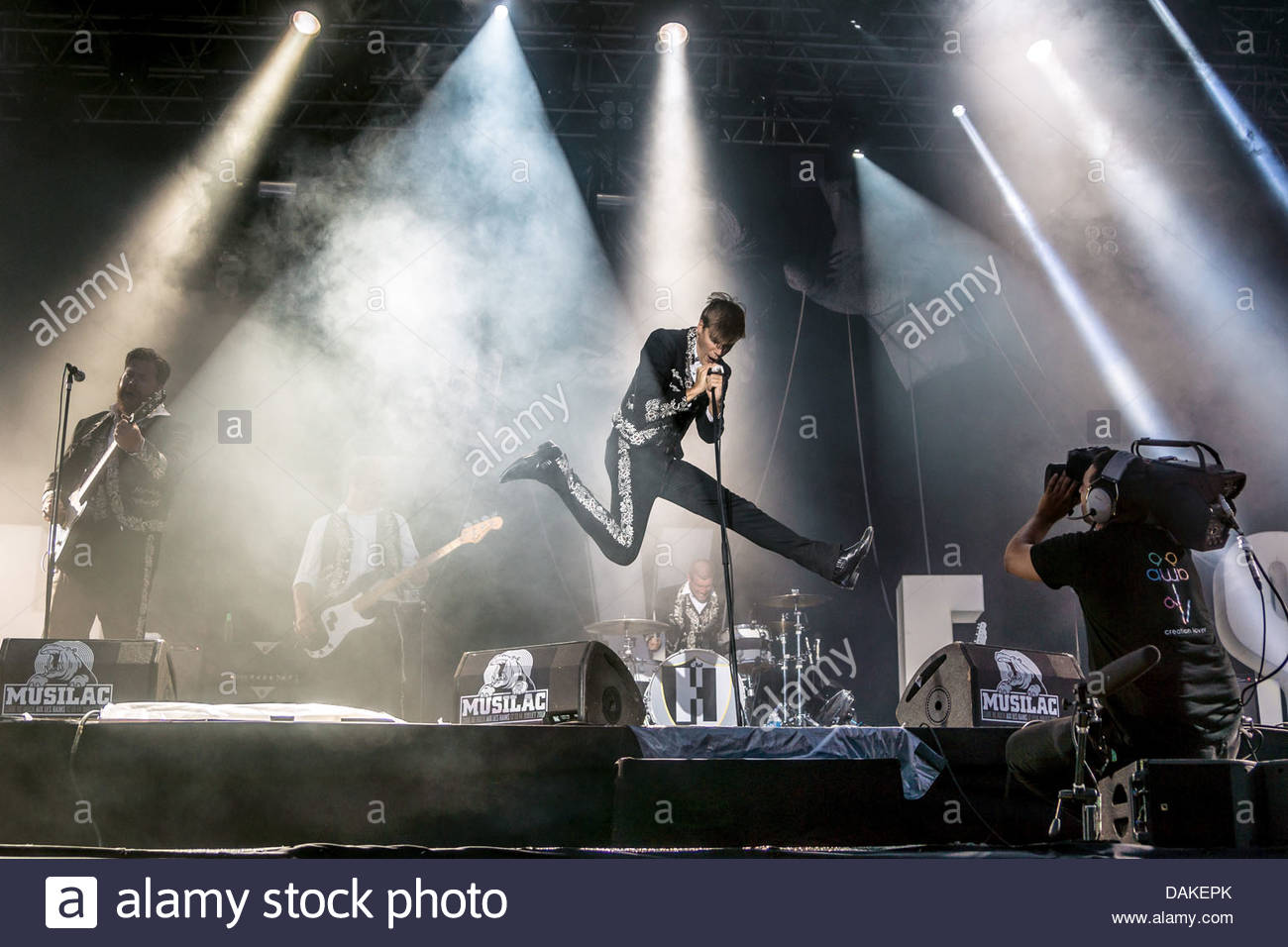 swedish-rock-band-the-hives-performing-l