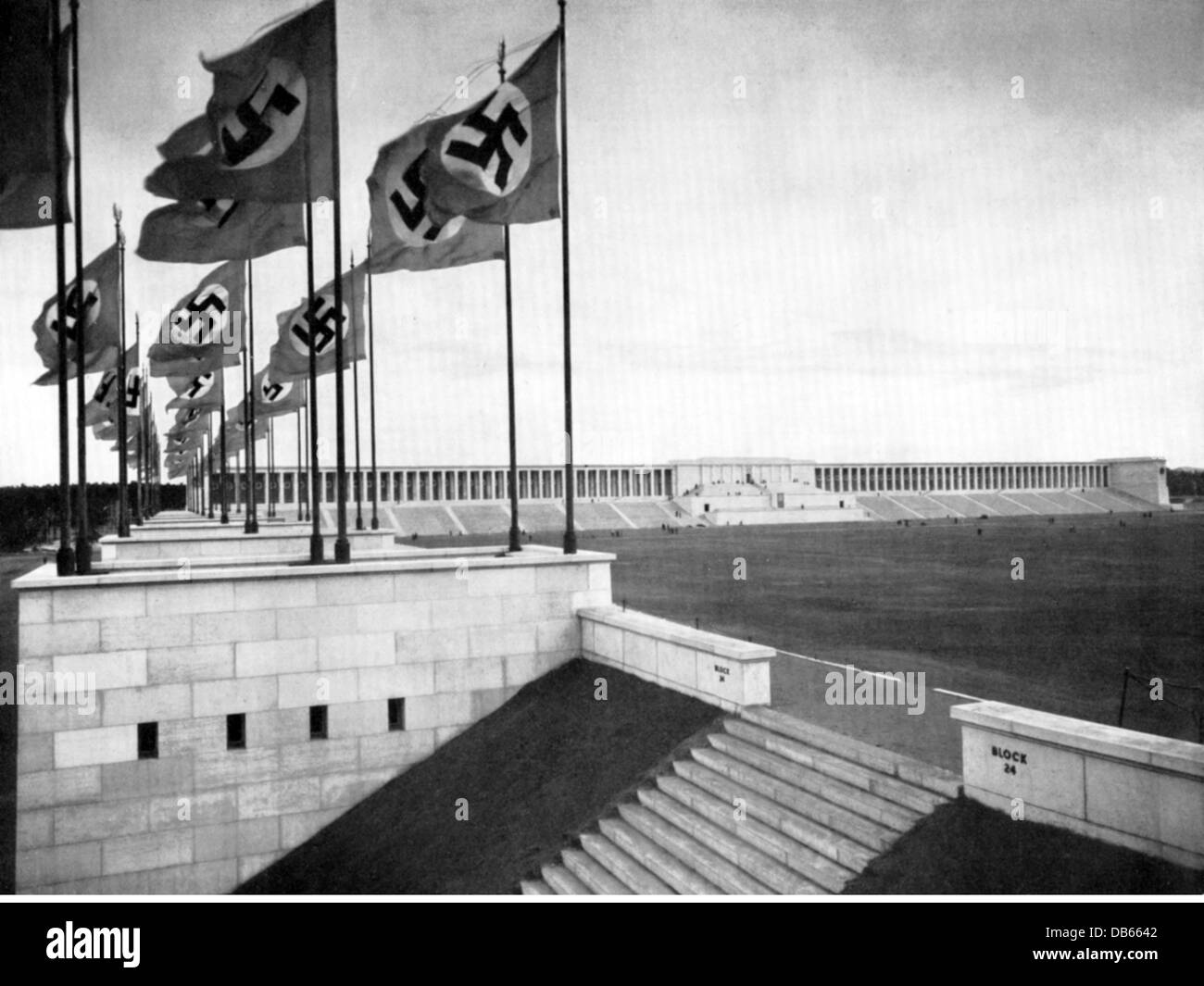 National socialism architecture grandstand of zeppelin for Architecture nazi