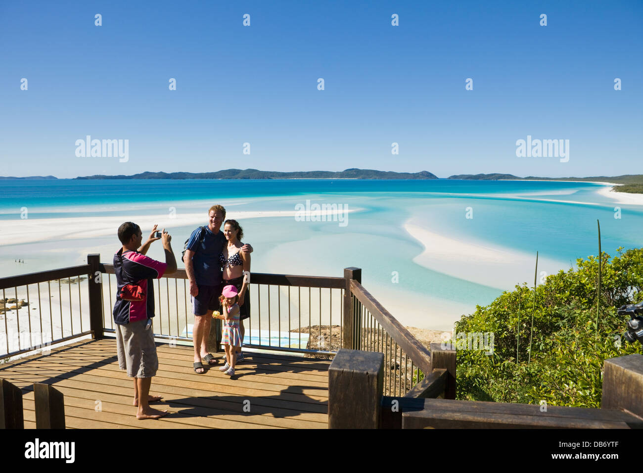 Family at the scenic lookout overlooking Hill Inlet and Whitehaven Beach. Whitsunday Island, Whitsundays, Queensland, Stock Foto