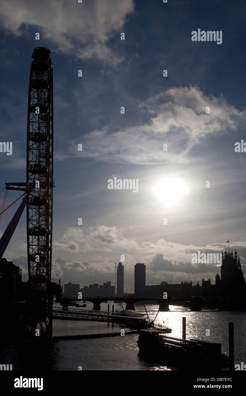 london-eye-river-thames-and-houses-of-pa