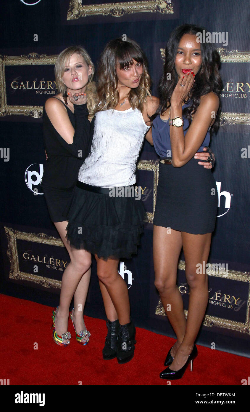 Blue Crush 2 cast members Katharina Damm, Sharni Vinson ...