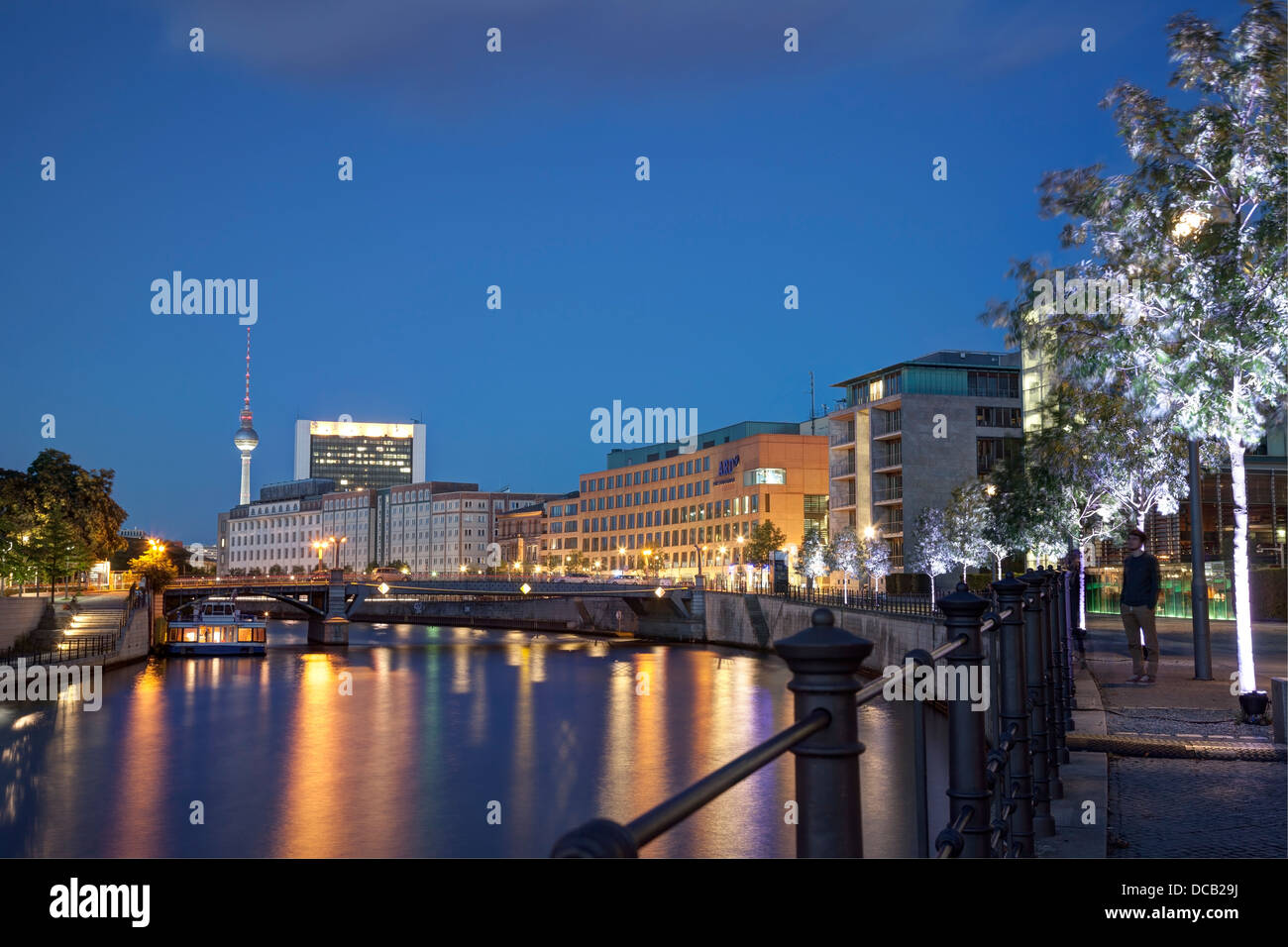reichstagufer-and-river-spree-berlin-ger