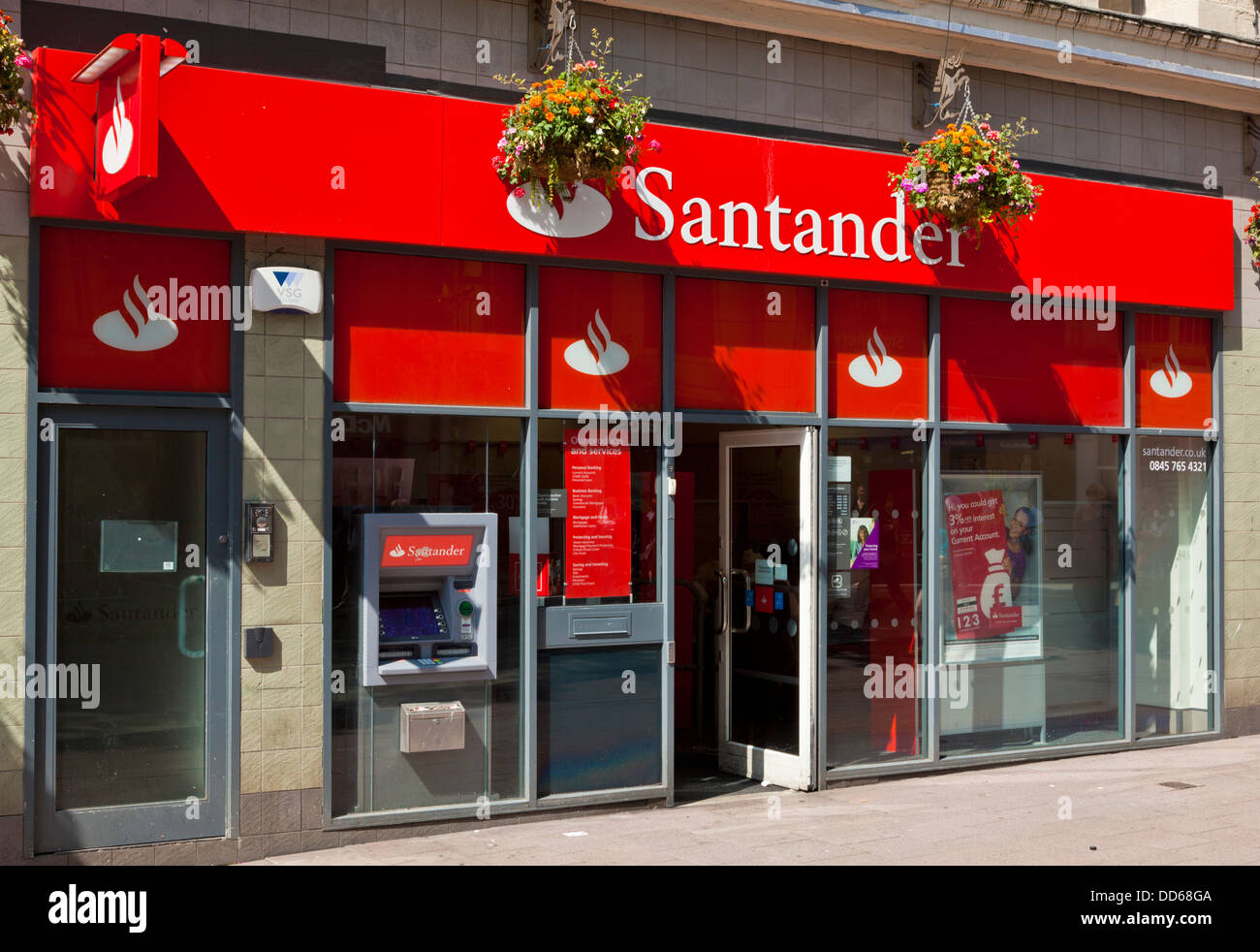 exterior of the santander bank branch on queen street. Black Bedroom Furniture Sets. Home Design Ideas