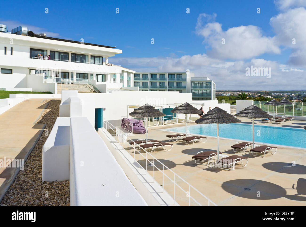 Memmo baleeira sagres hotel swimming pool patio area for Swimming pool area