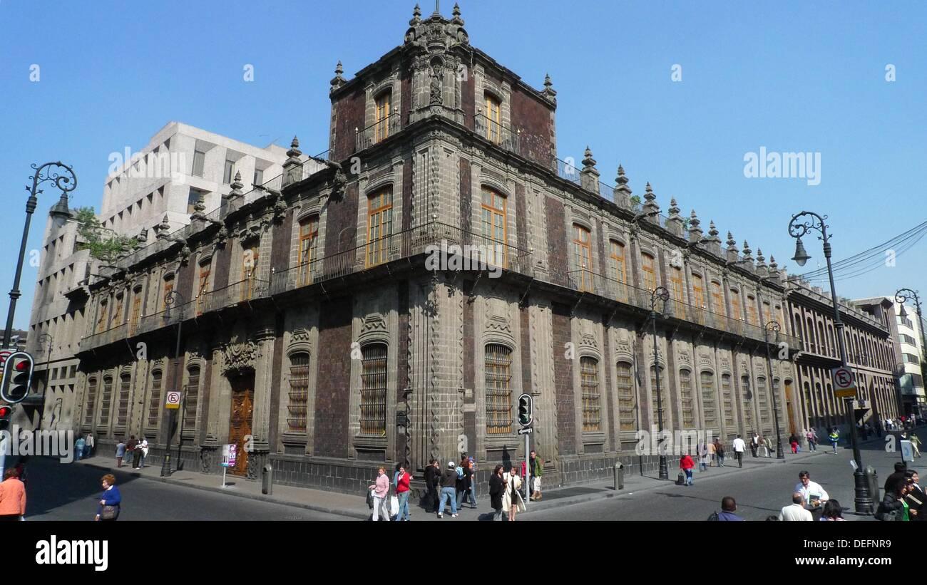 Antiguo palacio de los condes de san mateo de valpara so for Palacio de los azulejos mexico
