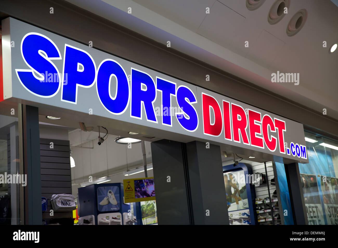 sports-direct-retail-sign-DEMM6J.jpg