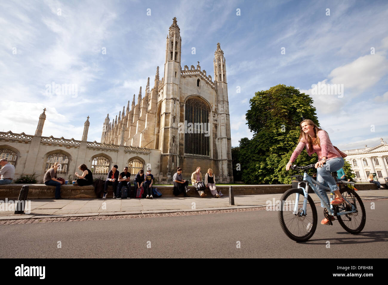 cambridge-university-student-cycling-pas
