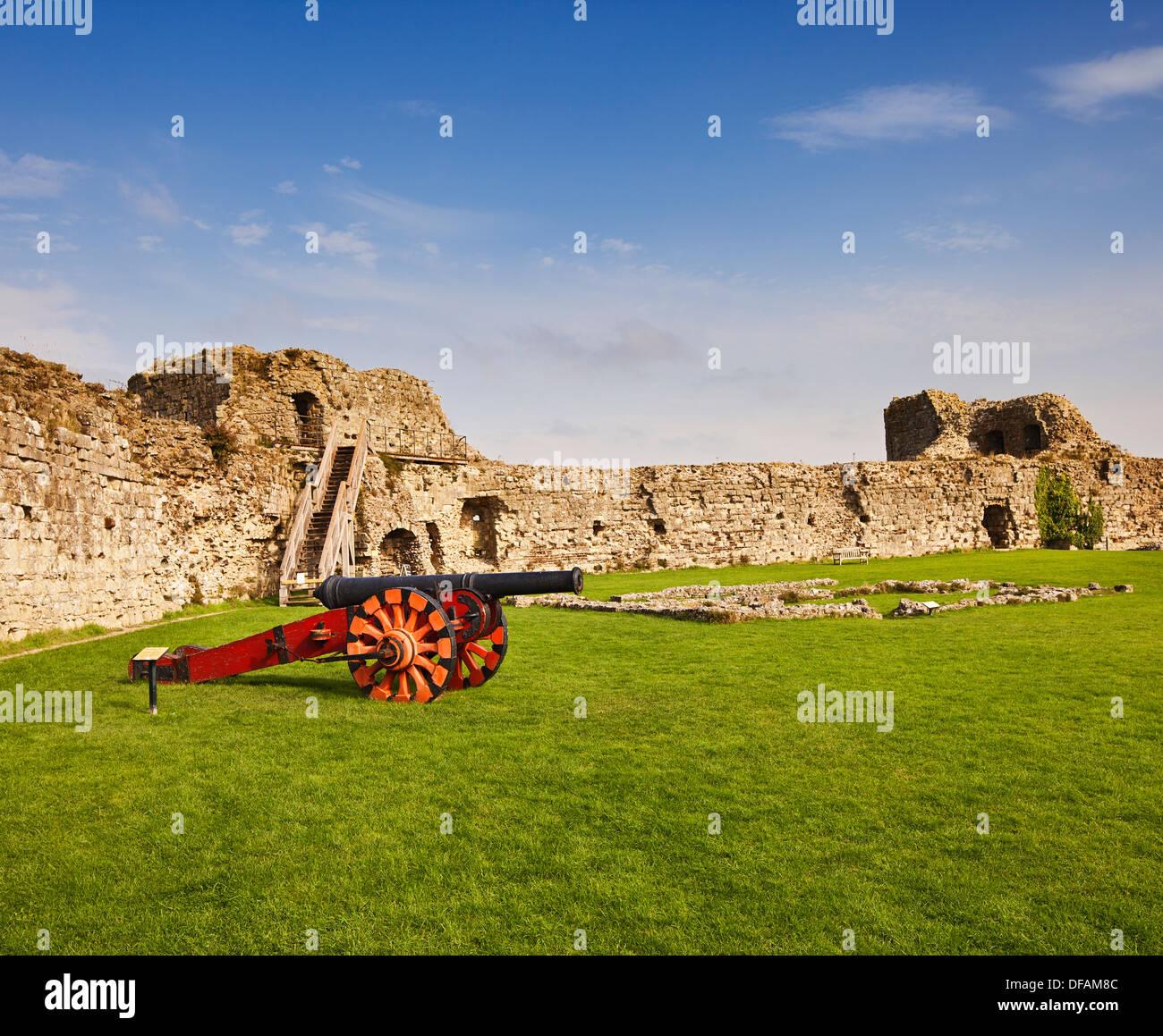 pevensey-castle-DFAM8C.jpg