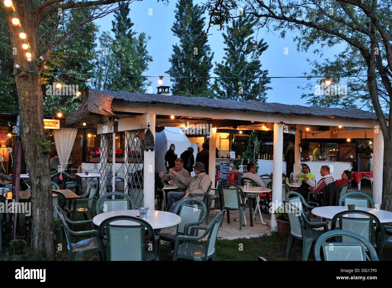 Open air cafe restaurant le petit mazet port camargue - Restaurant les terrasses du petit port nantes ...