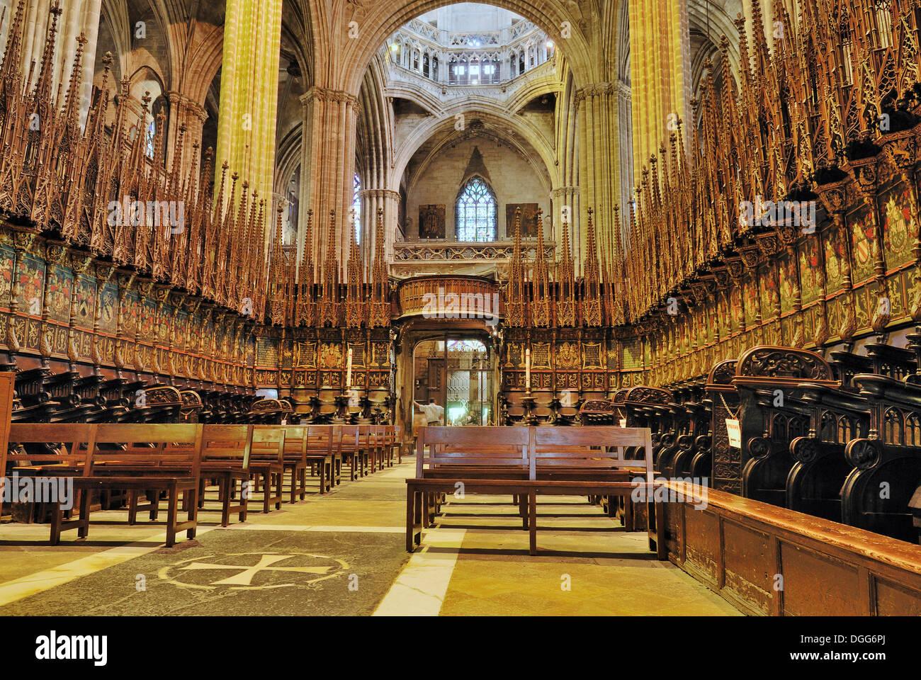 Interior la catedral de la santa creu i santa eulalia for Interior de la catedral de barcelona