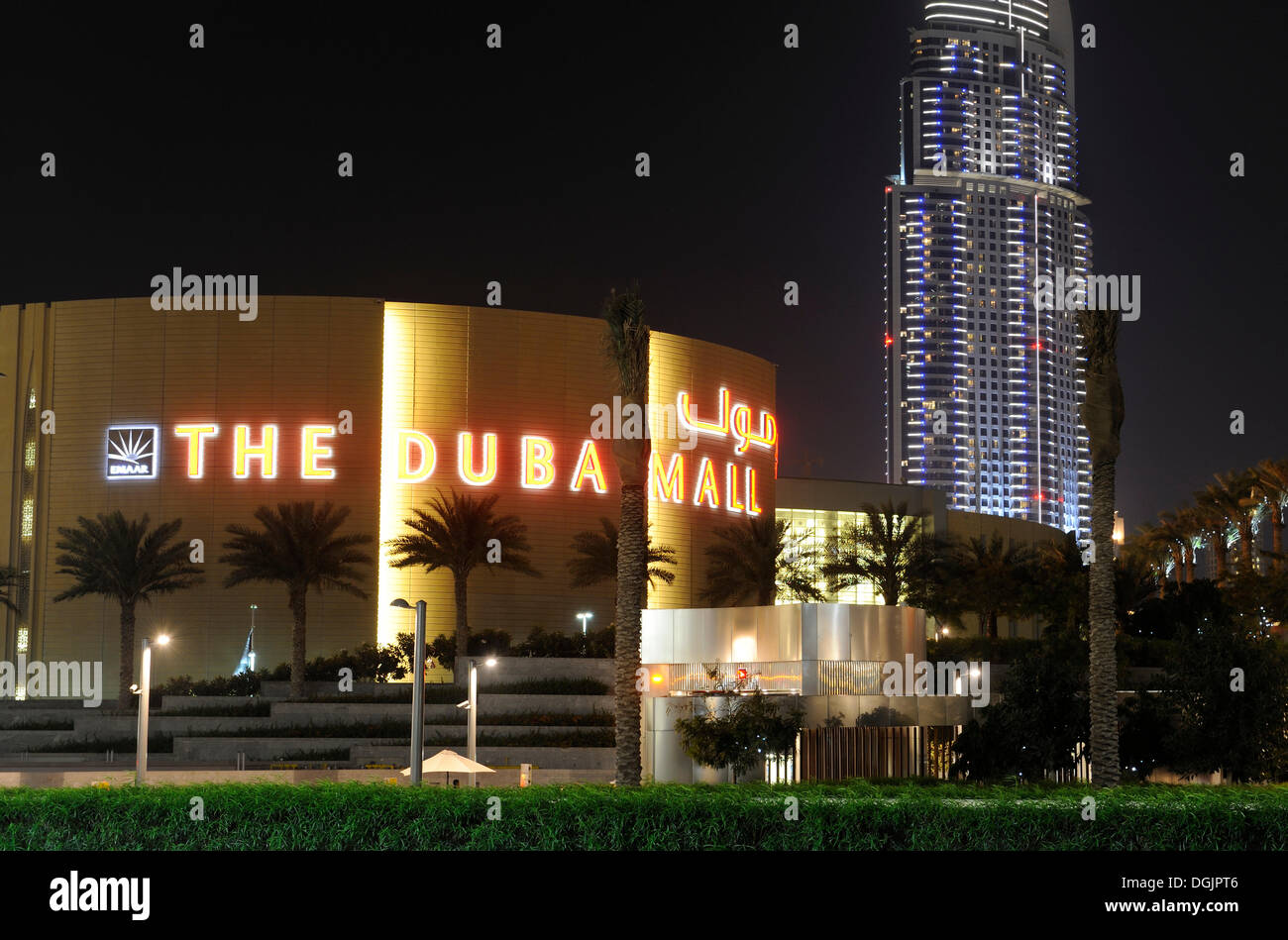 Dubai mall and the address luxury hotel 63 floors for Best hotels in downtown dubai
