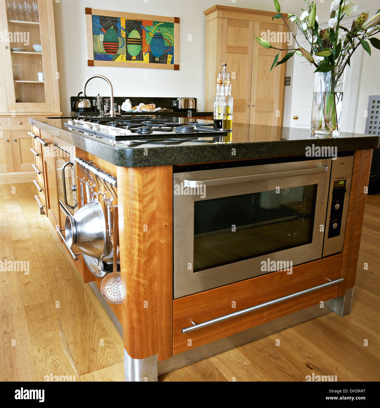 Granite Top Kitchen Island Cart Stainless Steel Oven And Integral Hob In Central Island