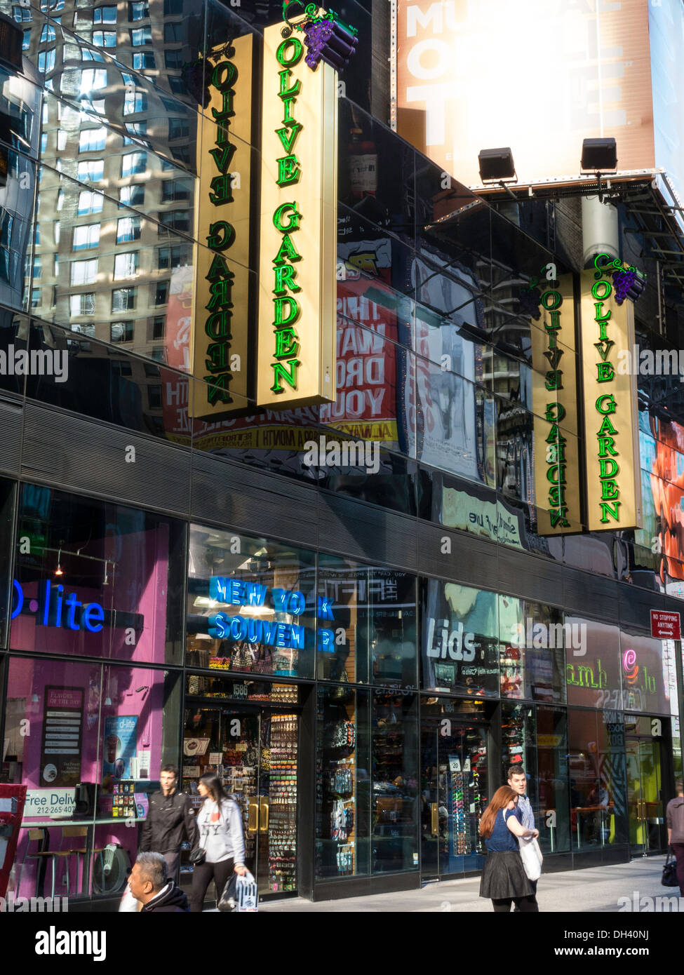 Street scene olive garden italian restaurant in times square nyc stock photo royalty free Olive garden italian restaurant new york ny