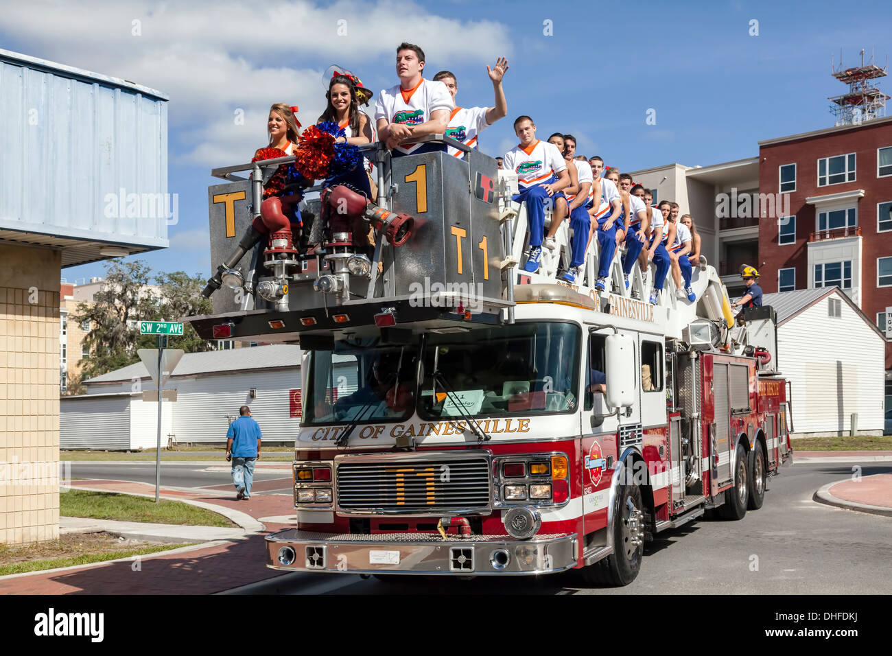 florida-cheer-leaders-squad-riding-on-a-