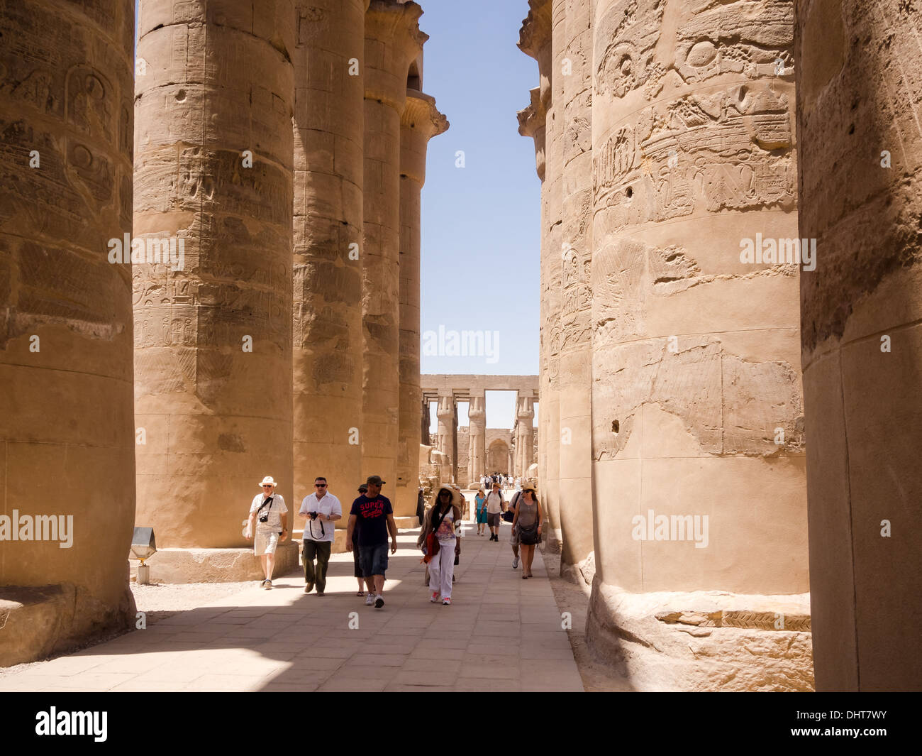 the-colonnade-of-amenhotep-iii-in-luxor-temple-egypt-DHT7WY.jpg