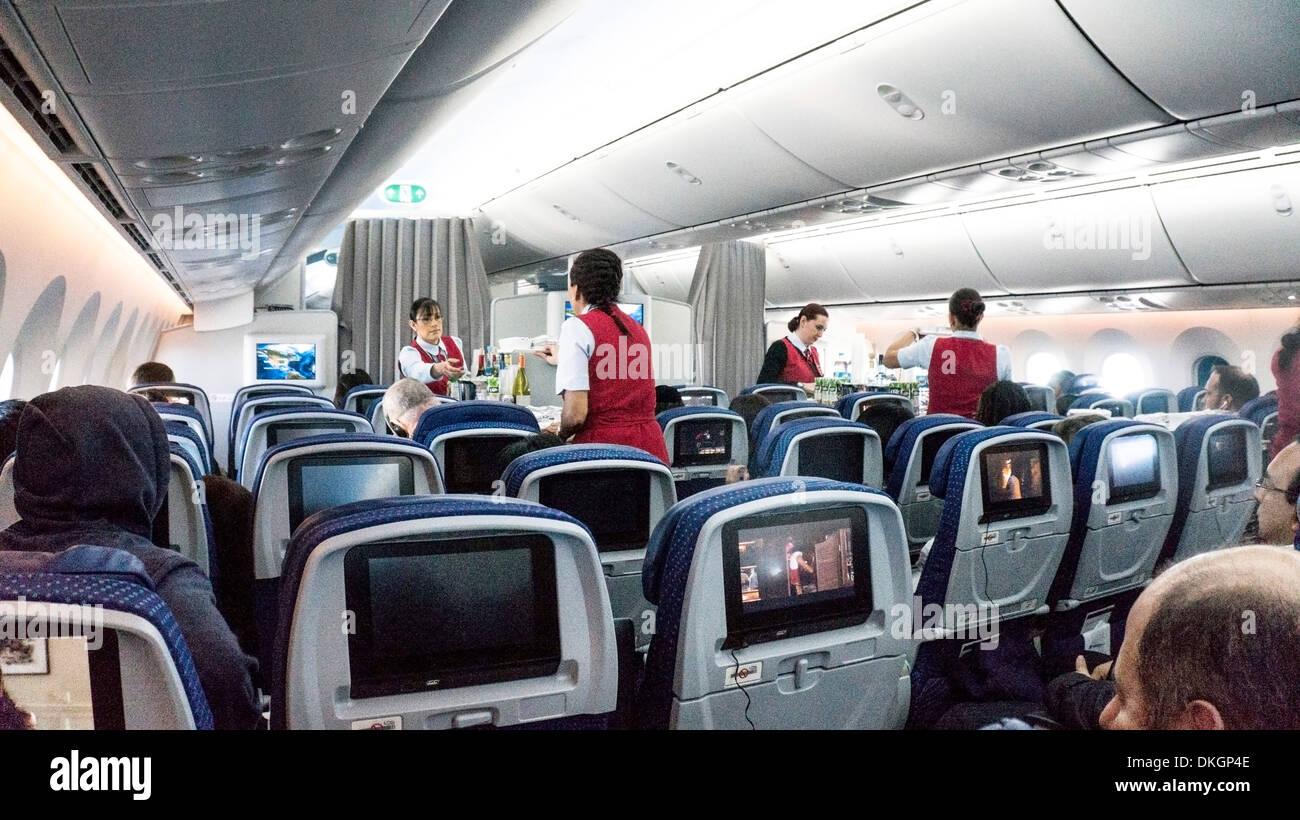 Interior of boeing 787 dreamliner forward tourist cabin for Interior 787 aeromexico