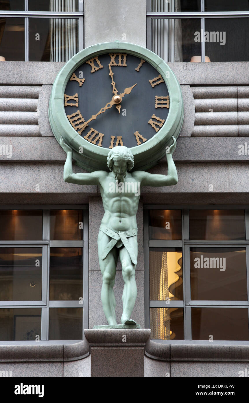 Tiffany 39 s flagship jewelry store on 5th avenue in new york for Jewelry stores in new york ny