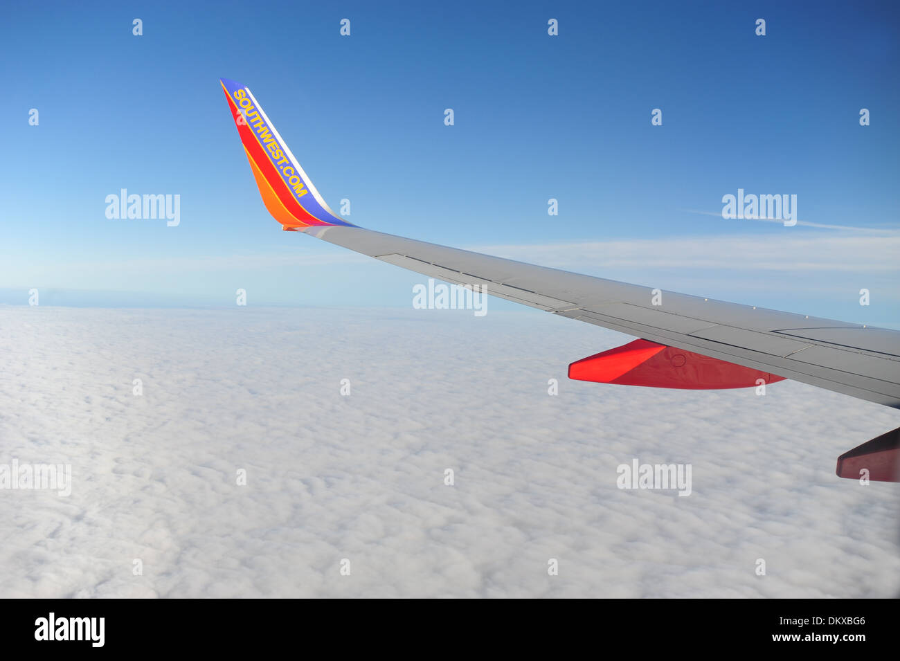southwest-airlines-wing-with-winglet-on-