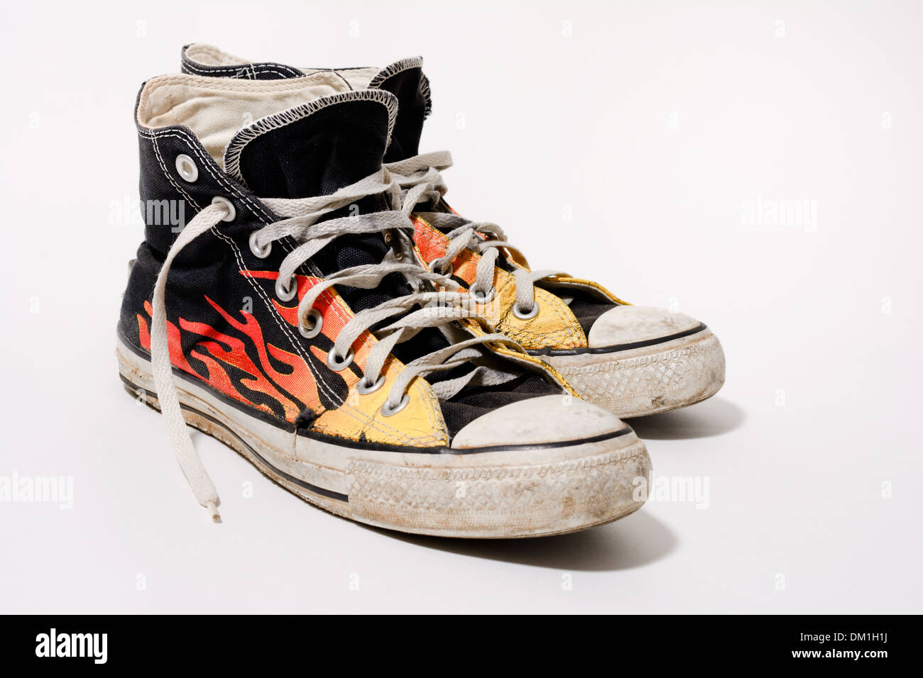 how to clean dirty white converse sneakers