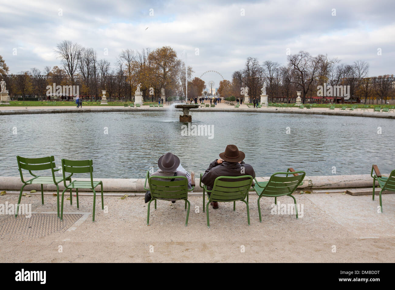 The grand bassin rond in les jardins des tuileries paris for Bassin de jardin jardiland