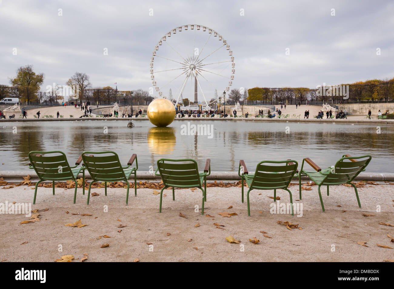 The Bassin Octagonal In The Jardins Des Tuileries ...