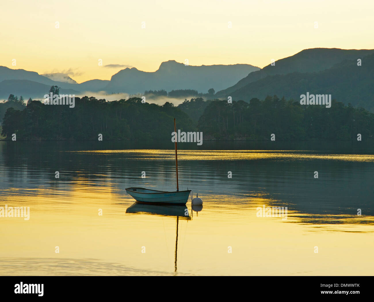 sunset-over-lake-windermere-with-langdal