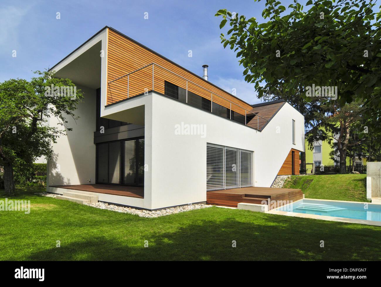 wohnhaus familie troppmann einfamilienhaus haas architektur stock photo royalty free image. Black Bedroom Furniture Sets. Home Design Ideas