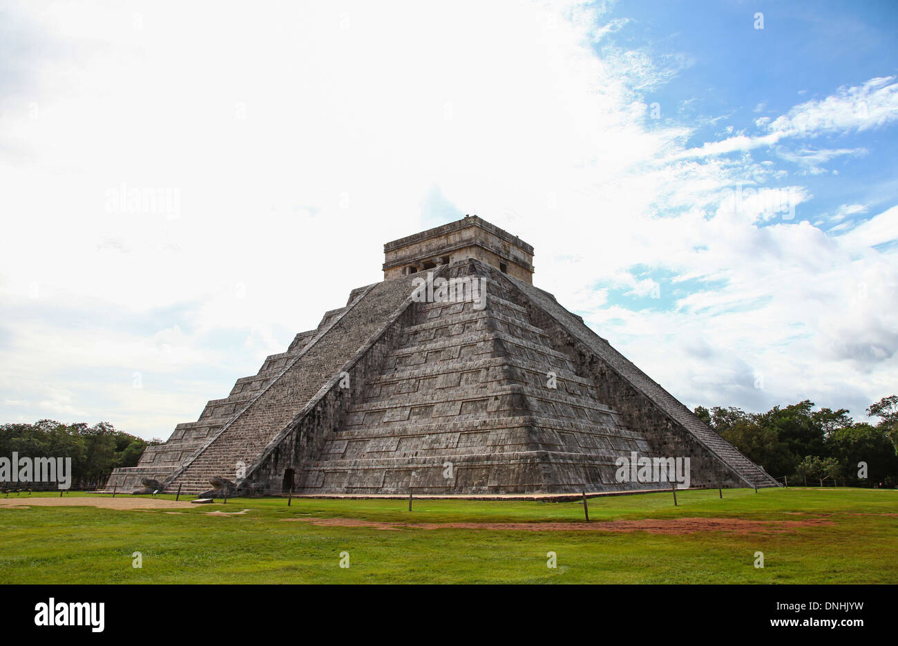 stepped-pyramid-of-kukulkan-el-castillo-