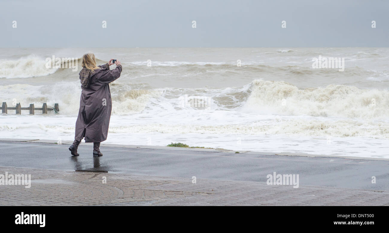 photographing-rough-seas-during-the-janu