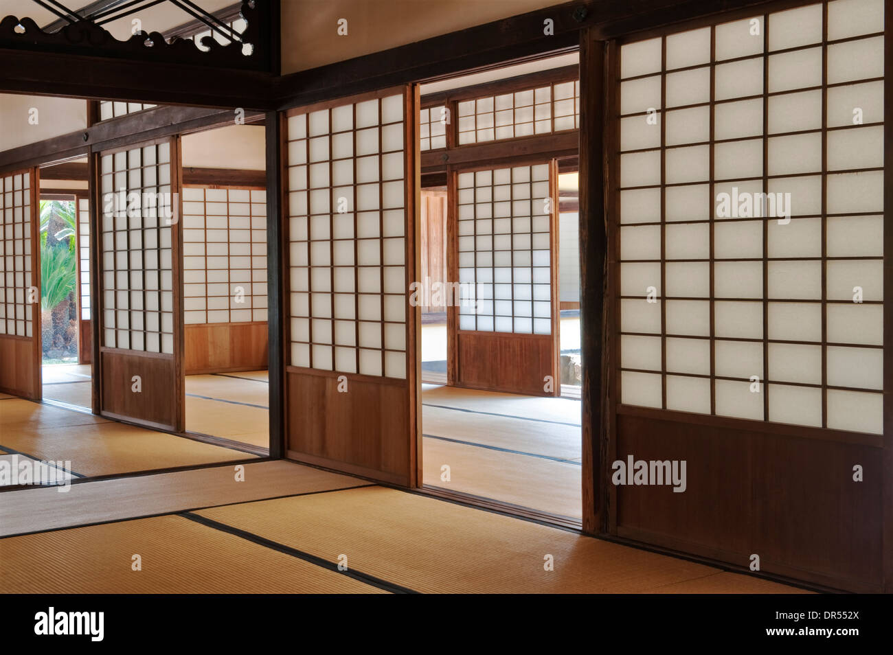 Ritsurin-koen garden, Japan. Sliding screens (shoji) in the interior of the Kikugetsutei tea house (the Moon Scooping Stock Photo
