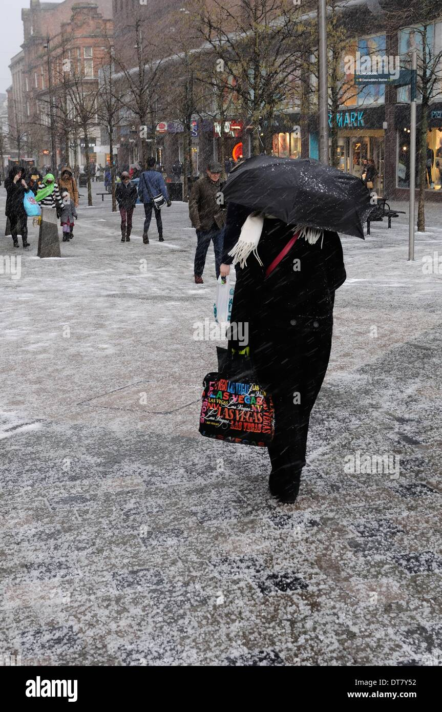 Sauchiehall Street, Glasgow, Scotland, UK.11th Feb, 2014. Glasgow suffers sudden wintry blast. Shoppers in Sauchiehall Stock Photo