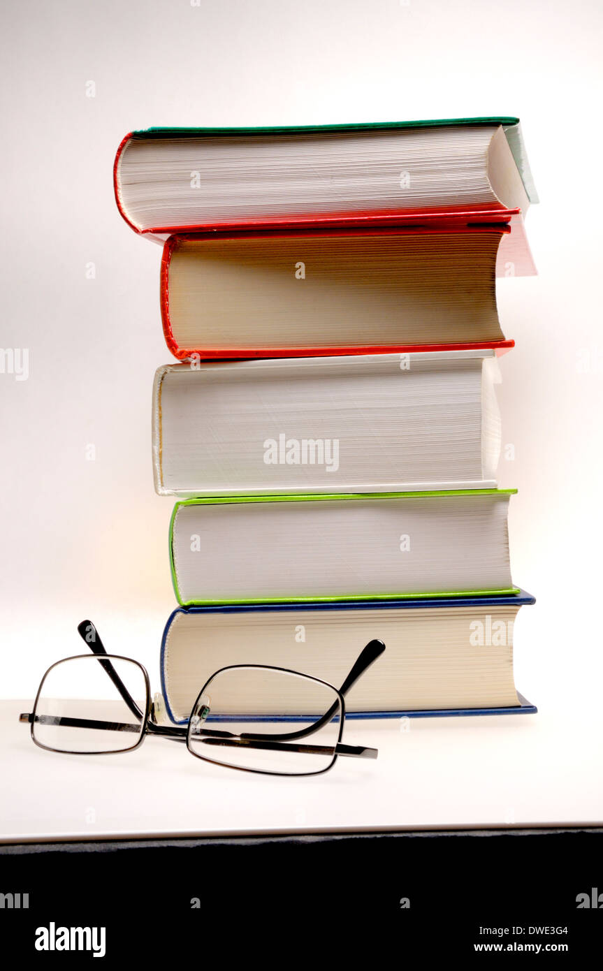 pile-of-books-and-reading-glasses-DWE3G4