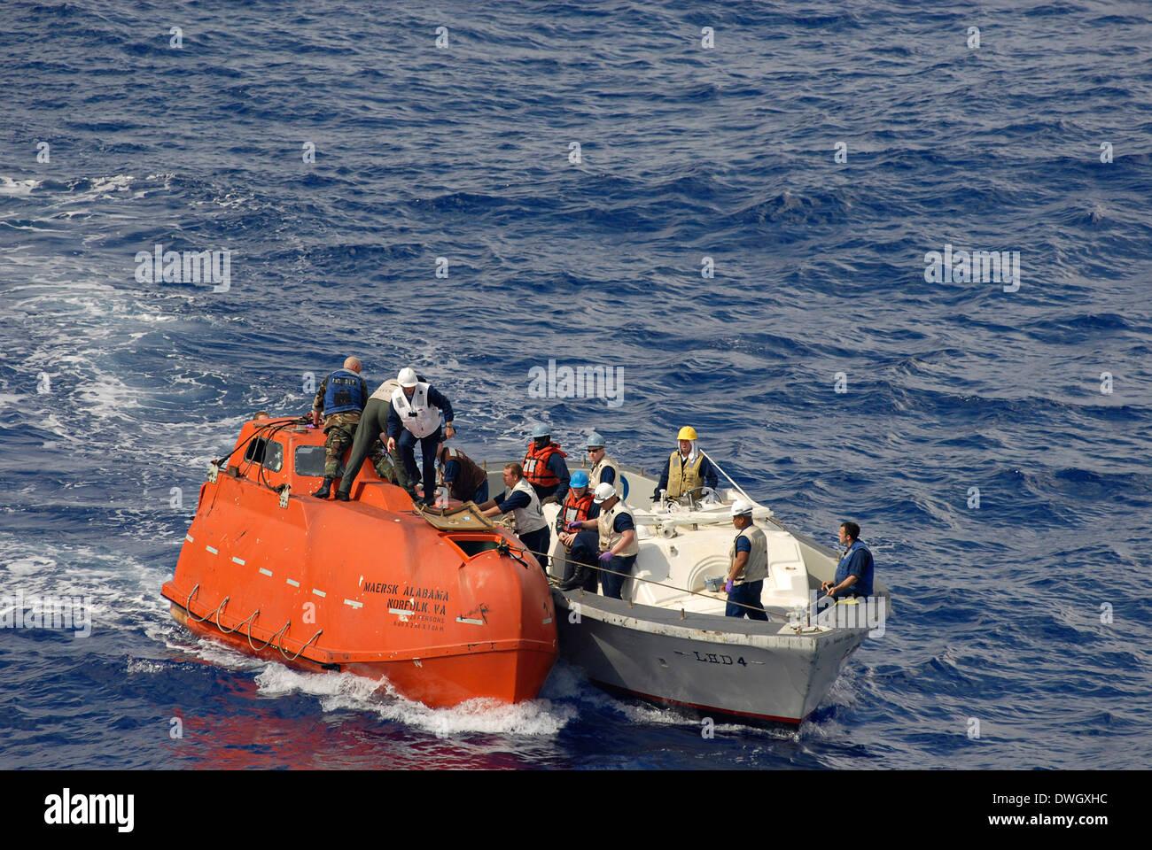 us navy sailors from the amphibious assault ship uss boxer