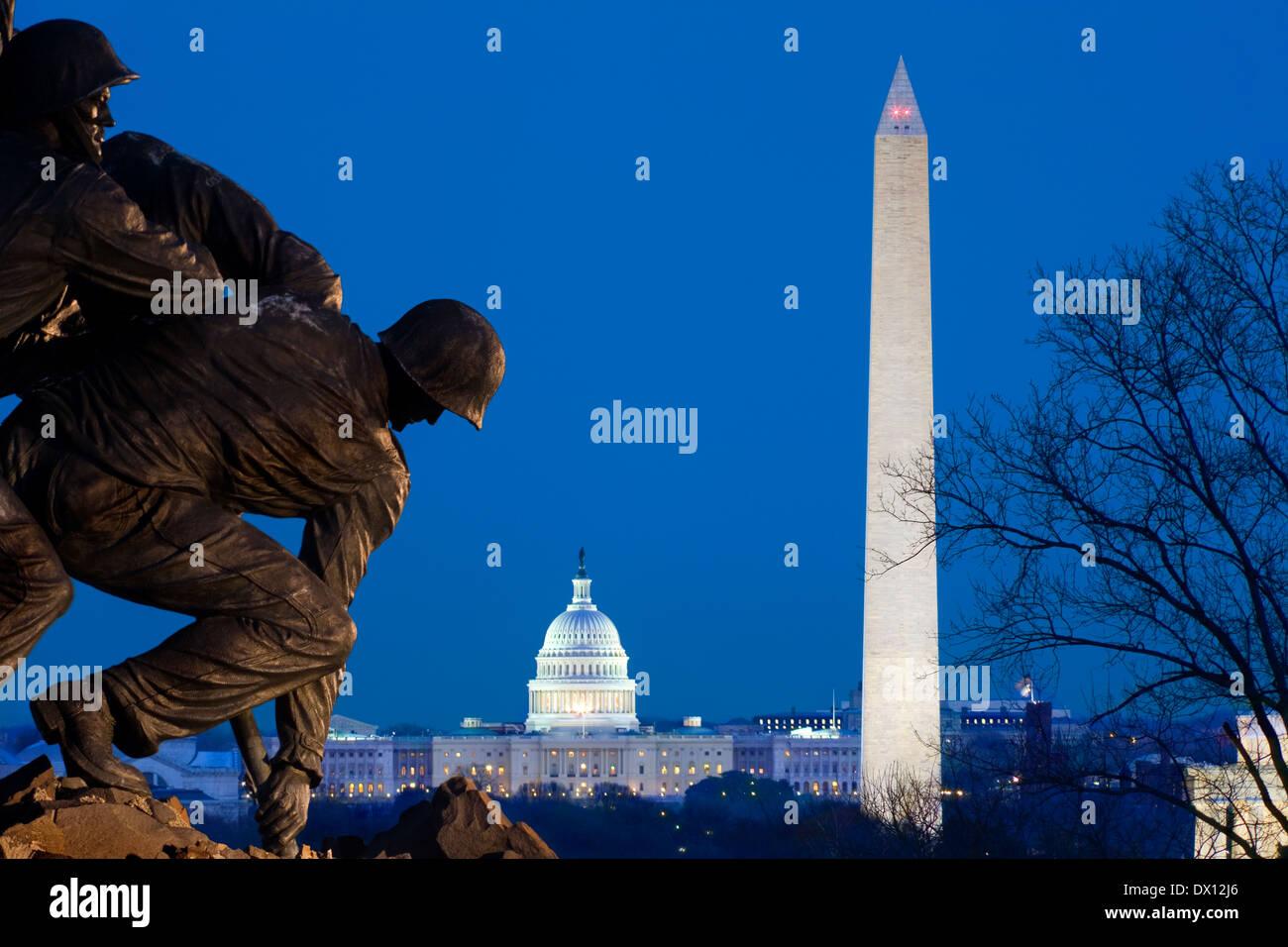 arlington-marine-corps-war-memorial-or-iwo-jima-flag-statue-dc-skyline-DX12J6.jpg