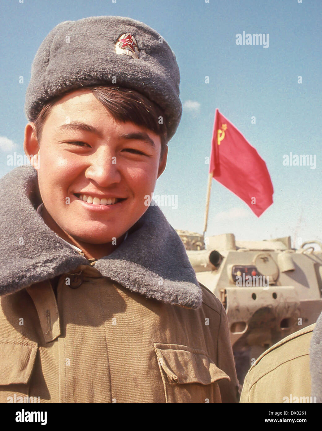 Soviet Afghanistan war - Page 6 Feb-16-1989-termez-uzbekistan-ru-a-smiling-soviet-soldier-of-the-103rd-DXB261