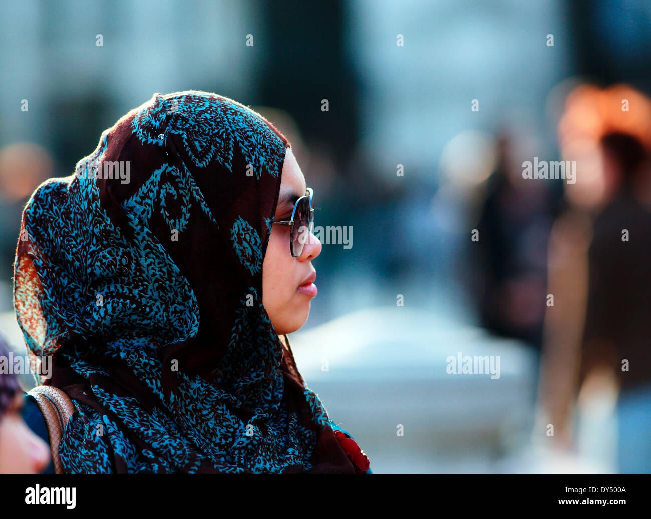Muslim girl in head scarf Stock Foto