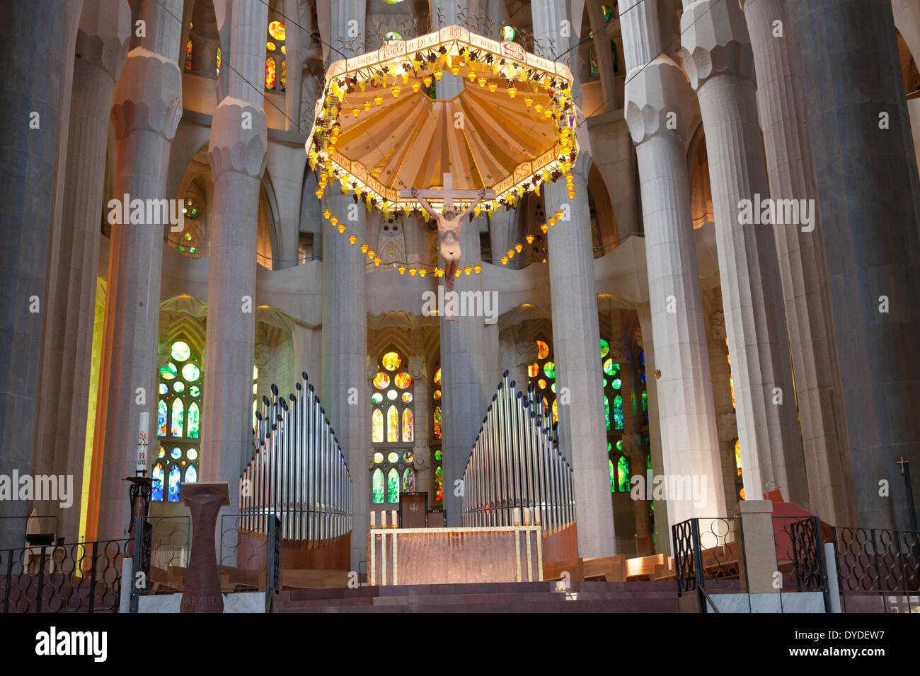 Altar and pillars inside la sagrada familia cathedral in for La sagrada familia inside